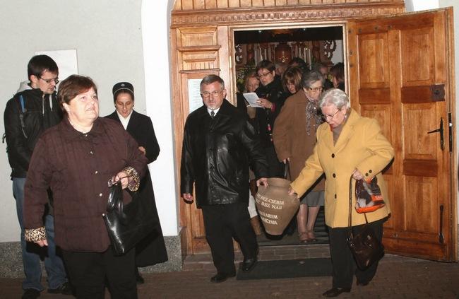 Za liturgię odpowiedzialna była grupa z parafii MBFatimskiej